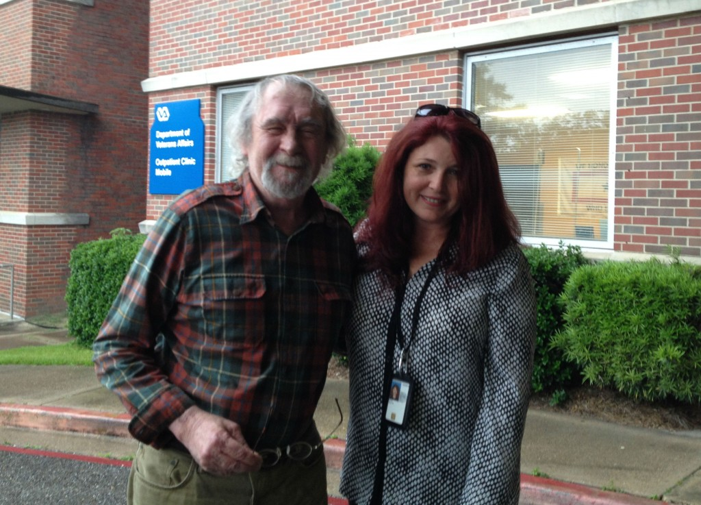 Photo of Veteran Joe Carr and VA social worker Kelly Estle