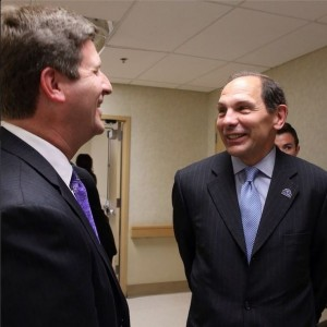 Sec. Robert McDonald meets Mayor of Phoenix Greg Stanton at the Phoenix VAMC #ICARE