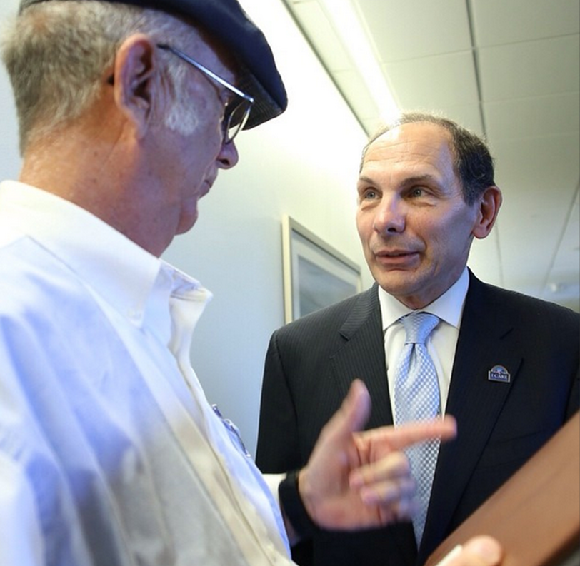 U.S. Navy Veteran Rick Henderson stops Sec. Robert McDonald to talk about the care he's received at the Las Vegas VAMC