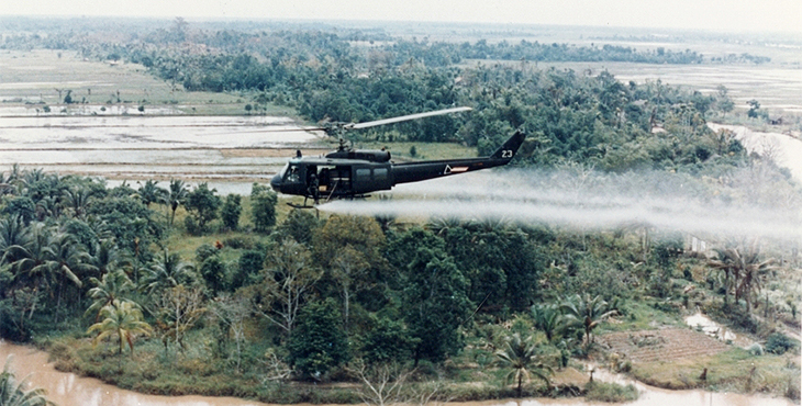 helicopter-spraying-Agent-Orange