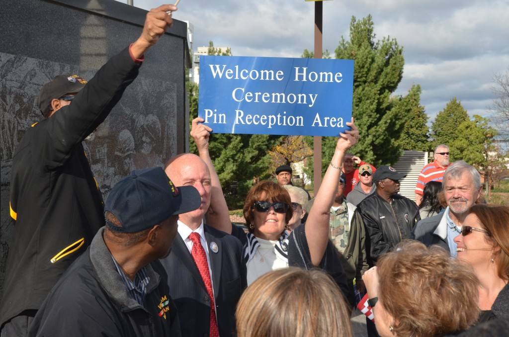 Philadelphia Veterans welcomed home at Vietnam Veterans memorial