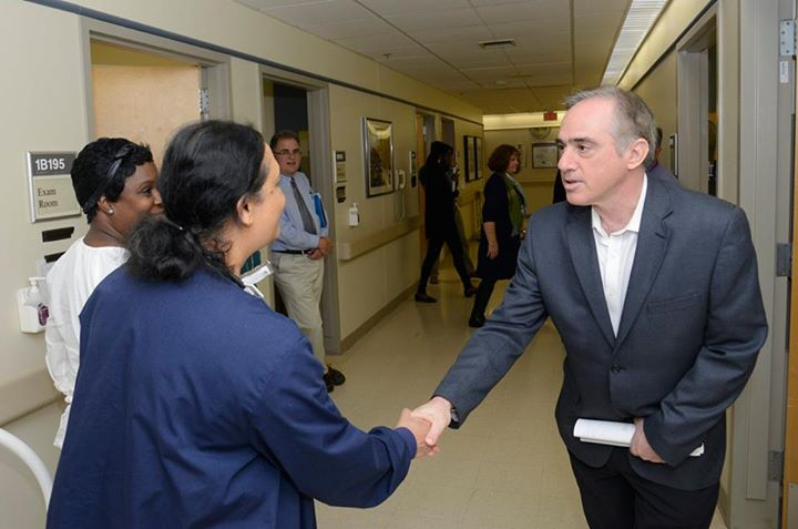 Dr. Shulkin shakes hands with a medical professional