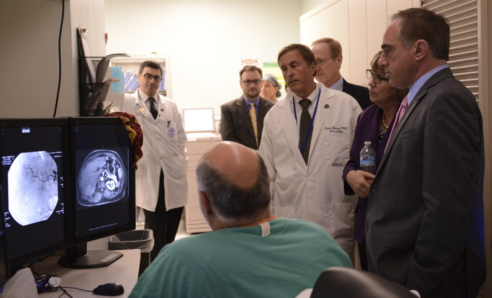 Dr. Shulkin and doctors look at X-Rays
