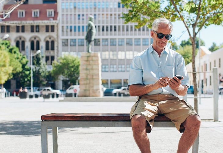 Veteran receiving a text message from the Smoke-FreeVET Program