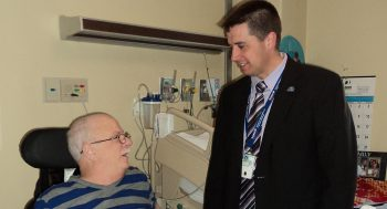 VAMC Director Isaacks visits with Veteran patient