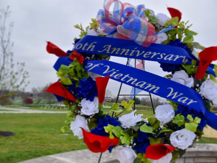 Image At Camp Nelson @VANatCemeteries in Kentucky, a wreath is presented in honor of today's National Vietnam War Veterans Day. #HonoringVets pic.twitter.com/UfKJgv0e4M