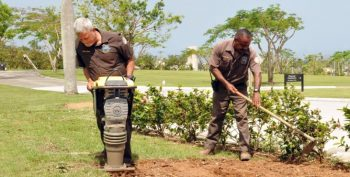 Image: Puerto Rico National Cemetery employees