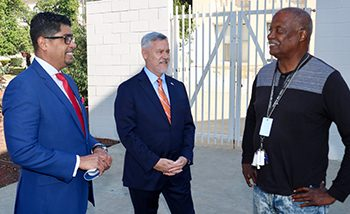 IMAGE: OAWP meet with homeless Veteran