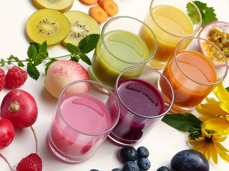 IMAGE: Juices and fresh fruits