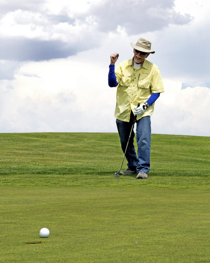 VA Photos of the Week - Veteran plays golf