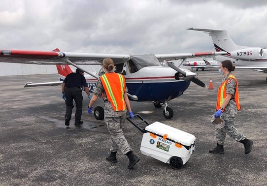 Alabama Wing members deliver unused COVID-19 testing kits to waiting aircrew members in a CAP Cessna 172. Photo by 1st Lt. Edward Todd, Alabama Wing.